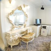 *特別室一例/白とゴールド、宮殿のような雰囲気のお部屋は女性に人気♪