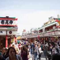 *【浅草観光】日本で最も古い商店街のひとつ「仲見世」!東西合計約90店舗&石畳がきてれい!