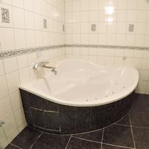 *特別室一例/ジャグジー機能付きのバスでリラックス♪入浴剤もご用意しています。