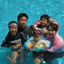 家族でプール!
