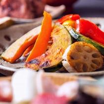 焼き野菜。こちらも炭火でじっくり焼くからほくほく!全コースについてます。