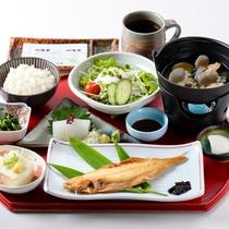 【朝食】和定食をご用意。朝食で元気をチャージしてお出かけください♪