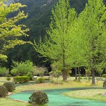 ホテル敷地内には自然に囲まれた18ホールの本格的な パターゴルフ場もございます