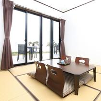 【和室8畳】海が見えるお部屋です!開放感のあるテラスもご利用いただけます♪