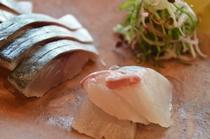 【ご朝食の一例】朝から新鮮なお刺身をどうぞ!