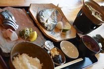 【ご朝食一例】北浦の海の幸を中心に、すべて手作りしております。