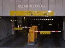 駐車場正面ゲート