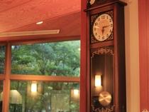 ダイニングルームの柱時計