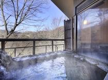 雷神の湯・露天風呂 湯量豊富な「自家源泉」なので加温も加水も無しの天然温泉100%