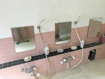 女子用シャワー室