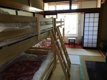 四人部屋は二段ベッドが2台です