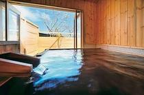 離れ客室露天風呂 自分だけの時間にゆっくり浸って下さい。
