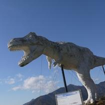 恐竜がお~