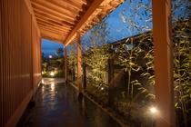 萃諏訪湖玄関への外廊下