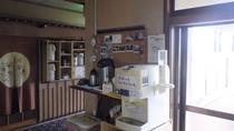 お茶、コーヒー、冷水 サービスコーナー