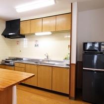 *【部屋・キッチン】使い勝手の良いキッチンには調理器具を完備しております。