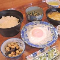 *【朝食一例】ほかほかご飯にお味噌汁…手作りの和定食