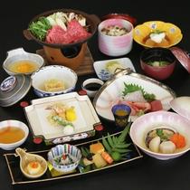 【年末年始】料理一例。蟹やウニなど豪華なお食事で一年のしめくくり。