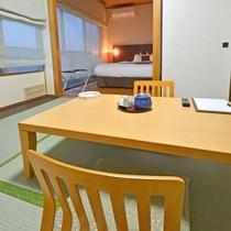 和洋室。畳のお部屋があることで、ホッと落ち着いた雰囲気に。