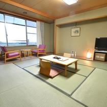 *和室一例。お部屋によっては、松山の街並みが一望できるも部屋も。夜景も楽しめます。