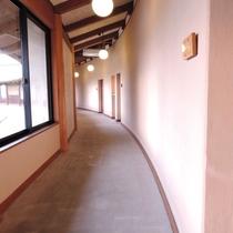 客室までの廊下