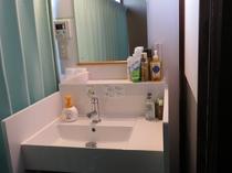 1階7.5畳の窓側にある洗面所