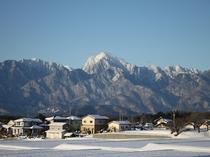 雪景色の南アルプスが敷地内から一望