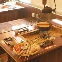 【串焼デラックス】目の前の囲炉裏で食材を焼きます