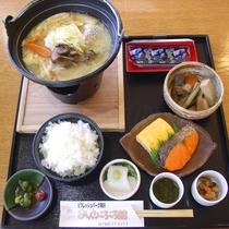 【朝食一例】ご飯に熱々の味噌汁…朝から食が進みます