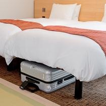 ベッド下に荷物の収納が可能