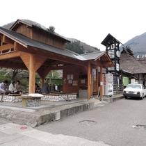 *湯野上温泉駅/駅の裏には足湯がございます。ここまでの旅の疲れをリフレッシュ♪