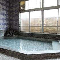 *男性風呂/夜は24時まで、朝は4時からお入りいただけます。