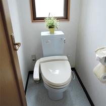 *共用トイレ/洗浄機能付きの綺麗なトイレです。