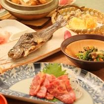 *夕食一例/地元で採れる野菜や山菜、旬のお魚やいのししなど郷土料理をお楽しみください。