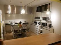 共用のキッチン(各種調理器具・調理家電・調味料有)