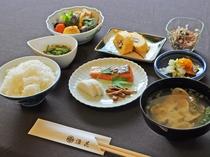 【朝食の一例】充実のメニューで朝食も箸が進みます。