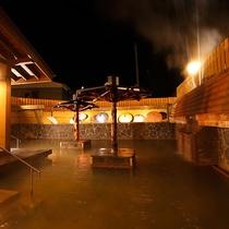 鳴子温泉最大級の百畳露天風呂(夜)