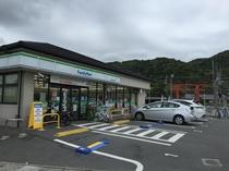 ファミリマート 徒歩9分 松尾大社駅の横にあります。