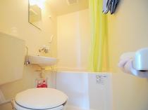 【ファミリー和洋室・シャワー・トイレ】清潔な空間です