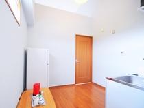 【洋室ツイン・キッチン】お部屋へつながるスペースも広々