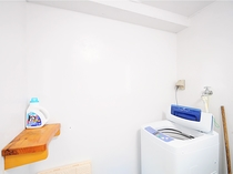 【洗濯機】洗剤もあります。長期滞在でも安心です