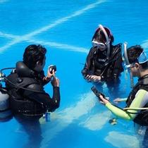 *体験ダイビング/まずはプールで基本操作をレクチャー!