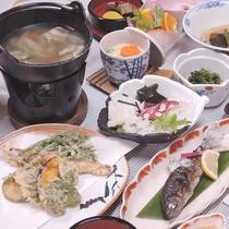 *【夕食一例】山菜や川魚など山の幸をふんだんに使用