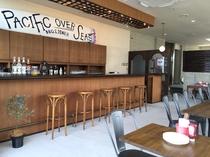 【施設内ラウンジ&バー】海も見える空間♪お酒・お食事のご提供可!!