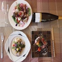 料理に合うワインも多数揃えてております。