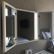 客室の三面鏡