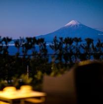 客室テラスから眺める富士山
