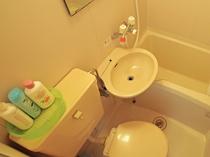 【和室4.5畳】こちらのお部屋はユニットバス付きです。