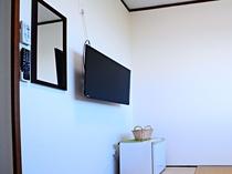 【和室4.5畳】冷蔵庫・テレビ付きのお部屋です。