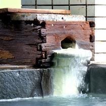 【内湯】人気の掛け流し天然温泉です。
